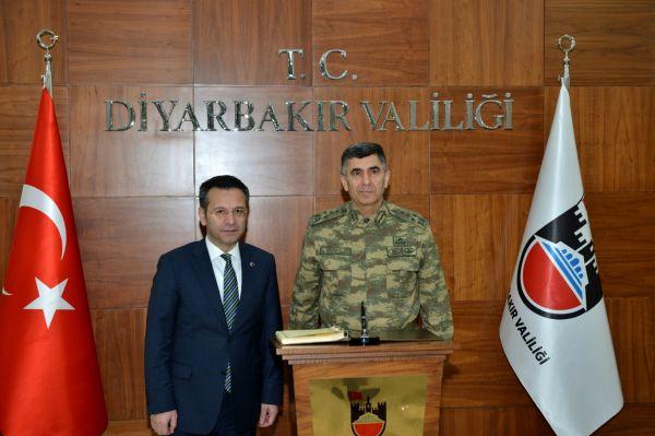 Kara Kuvvetleri Komutan�ndan Diyarbak�r Valisine ziyaret