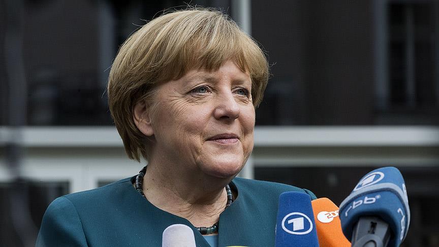 Merkel`den `vizesiz seyahat` a��klamas�