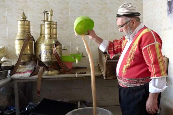 50 yıldır Ramazanda meyan şerbeti yapıyor