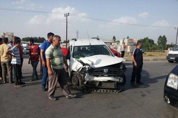 TIR ile otomobil �arp��t�: 2 a��r yaral�
