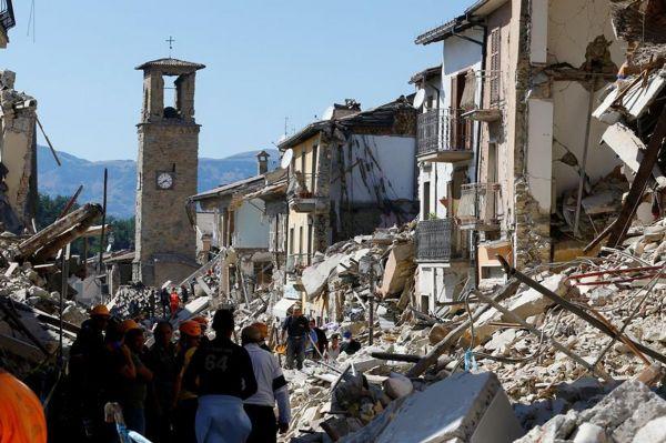 �talya depreminde �lenlerin say�s� art�yor