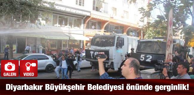 Diyarbak�r B�y�k�ehir Belediyesi �n�nde gerginlik