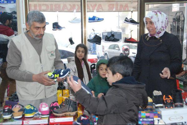 Yetim-Der`den 450 yetime ayakkabı yardımı