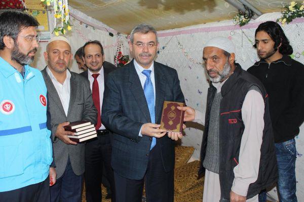 Suriyeli mültecilere 5 bin Kur`an-ı Kerim hediye edildi