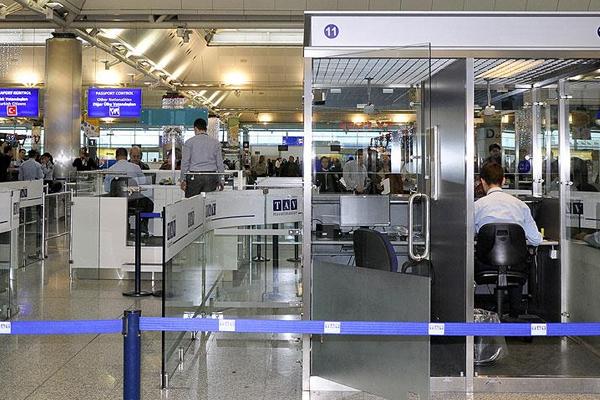 Havaalanında Alman diplomatlara ince arama