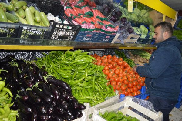 Soğuk havalar sebze fiyatlarını ikiye katladı