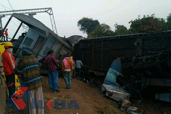 Train crash in India: 32 dead
