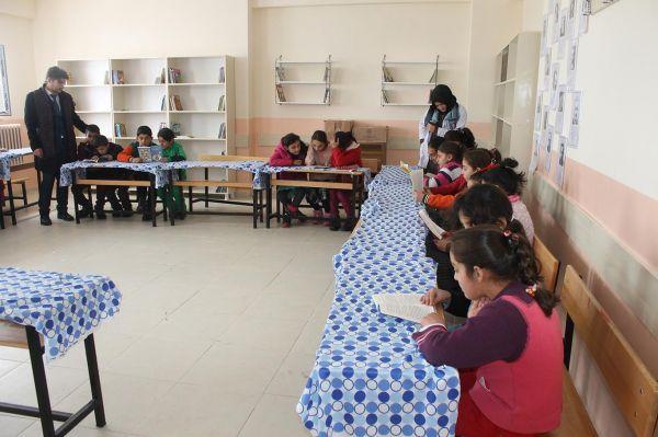 Köy okulu öğretmenleri kütüphane için yardım bekliyor