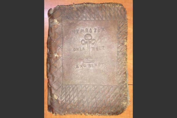 Bursa`da altın yazmalı tarihi kitap ele geçirildi