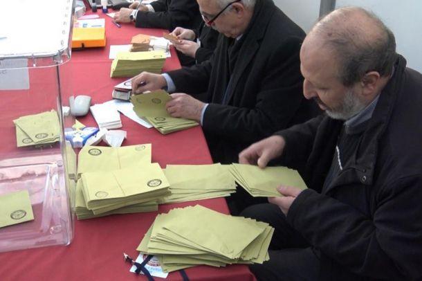 Yurtdışında oy verme işlemleri devam ediyor