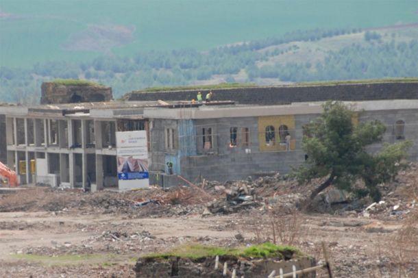Çatışmalardan sonra Sur`da ilk bina yükseldi