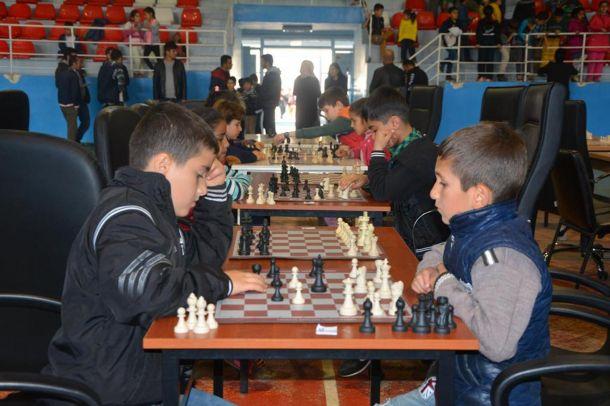 Çocuklar arasında satranç turnuvası düzenlendi