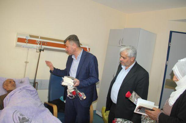 Hastane sakinleri Kutlu Doğum etkinliğine güllerle davet edildi