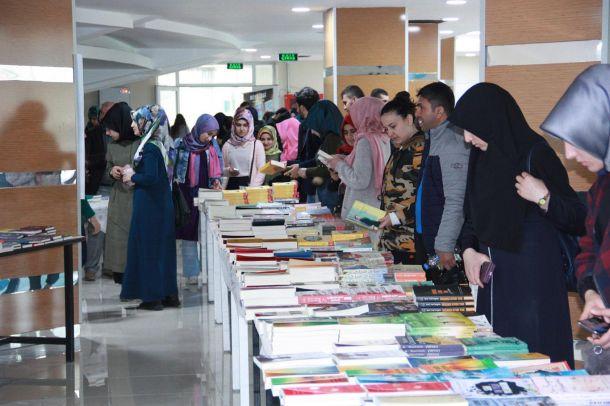 'Kitap okumak bilgiyi artırmak için iyi bir vesiledir'