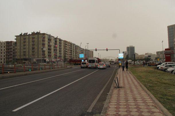 Diyarbakır'ı toz bulutu sardı