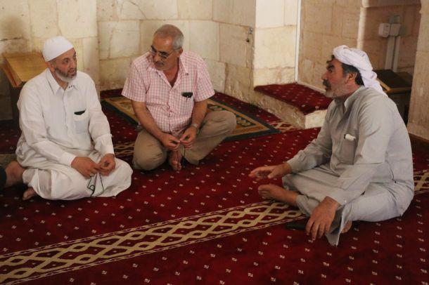 Kavurucu sıcaklarda camilere sığınıyorlar