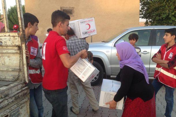 Türk Kızılayından yüzlerce aileye gıda kolisi