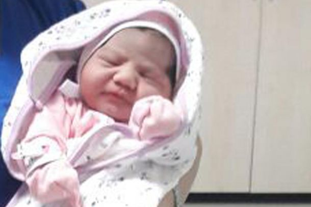Bursa'da 4 kilo 750 gram ağırlığında bebek dünyaya geldi