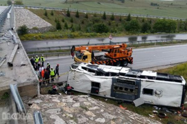 Bus flew off the bridge: 48 injured