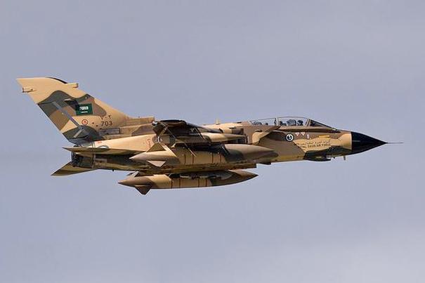 BAE ve Suudi Arabistan, Yemen`i vurdu!