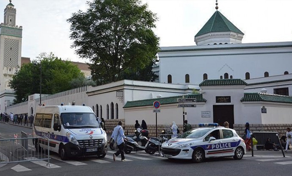 Camiye çirkin saldırı