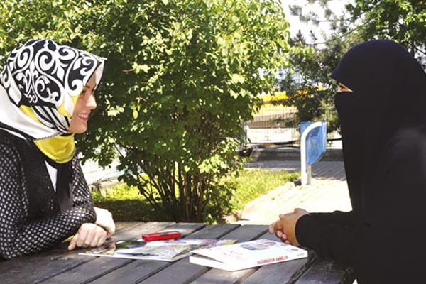 Yazar Hatice Kübra Tongar ile anne-çocuk üzerine röportaj