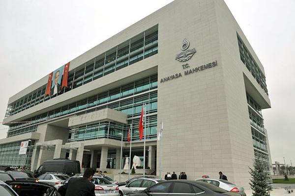 CHP, 26 KHK'yı Anayasa Mahkemesi'ne götürüyor