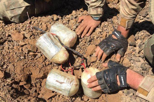 Hakkari'de 2 el yapımı patlayıcı imha edildi