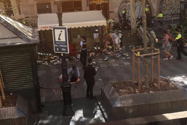 İspanya`da minibüs kalabalığın arasına daldı! 13 ölü