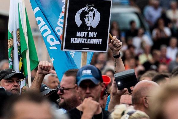 Merkel, Saksonya eyaletinde protesto edildi