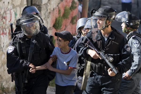 İşgalci israil 522 Filistinliyi gözaltına aldı