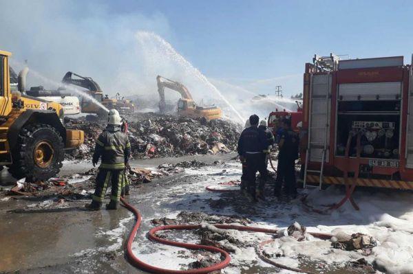 Kâğıt fabrikasında büyük yangın