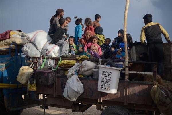 Rakka ve Deyrizor'dan yaklaşık 370 bin sivil göç etti