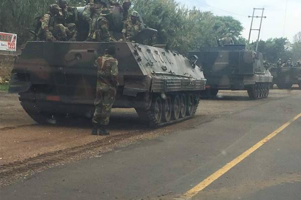 Zimbabve'de asker sokağa indi