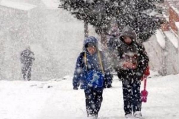 Kars'ta il genelinde eğitime kar engeli