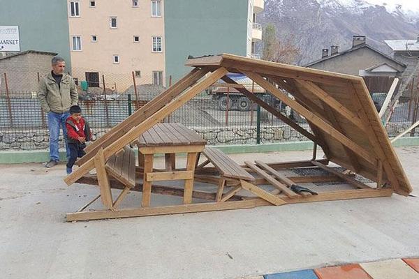 Hakkari'de yeni kurulan parklara saldırı