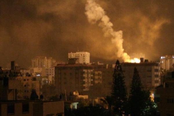 İşgalci israil Gazze'yi vurdu