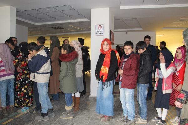 176 öğrenci hastaneye kaldırıldı