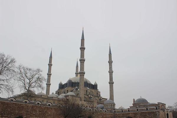 Selimiye'nin 'zaman belirleyicileri' varlığını koruyor