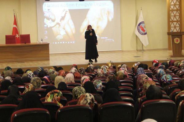 'İslam, kadınların omuzlarının üzerinde yükselmiştir'
