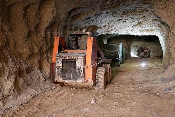 Afrin merkezindeki tünellerini görüntüledi