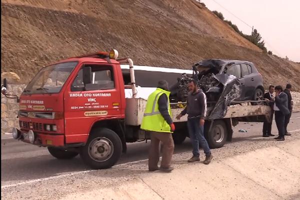 Yolcu otobüsüyle otomobil çarpıştı : 1 ölü