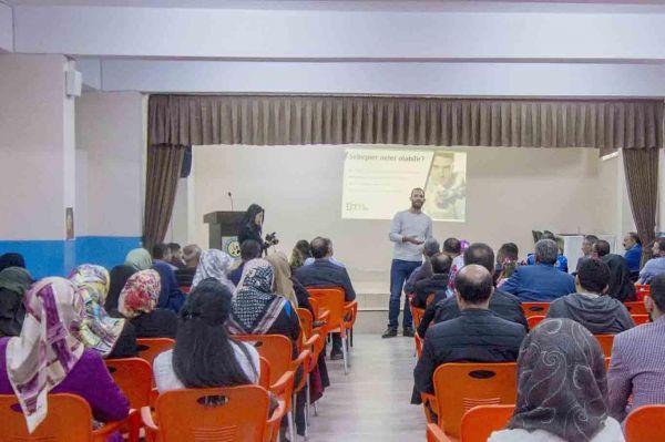 'İnternet Güvenliği ve Telefon Bağımlılığı' konulu seminer düzenlendi