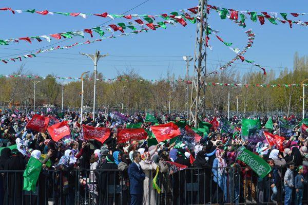 Van'da Mewlit etkinliği on binlerin katımlıyla başladı