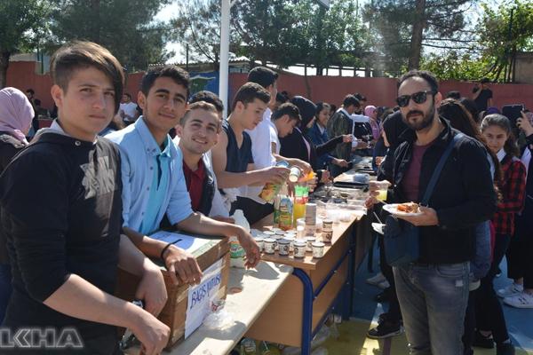 Kozluk'ta öğrenciler yararına kermes düzenlendi