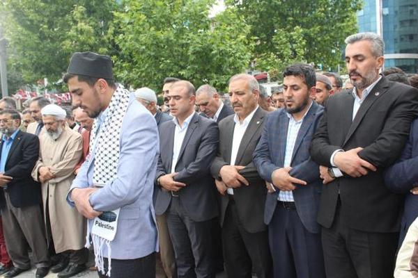 Şehit edilen Filistinliler için gıyabi cenaze namazı kılındı