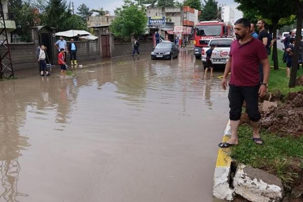 Şiddetli yağmur birçok evi su altında bıraktı