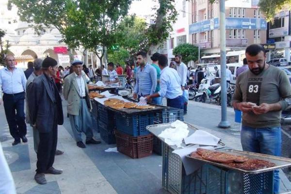 Çarşılar Ramazan`ın bereketiyle şenlendi