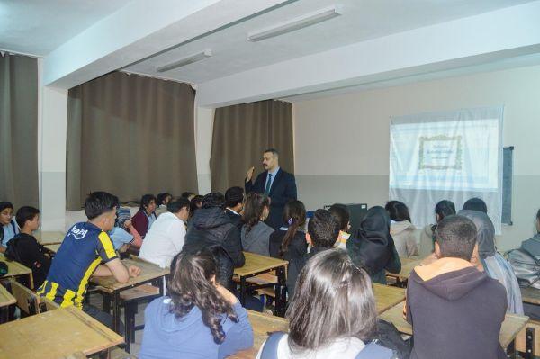 'Başarıda Arkadaş Seçimi' konferansı