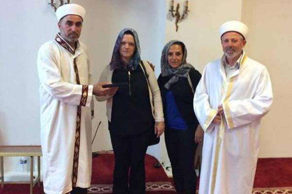 Arkadaşından etkilenip Müslüman oldu